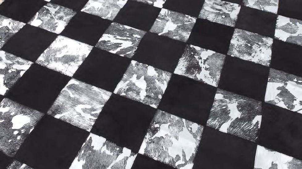 tapis peau de vache patchwork noir et blanc. Black Bedroom Furniture Sets. Home Design Ideas