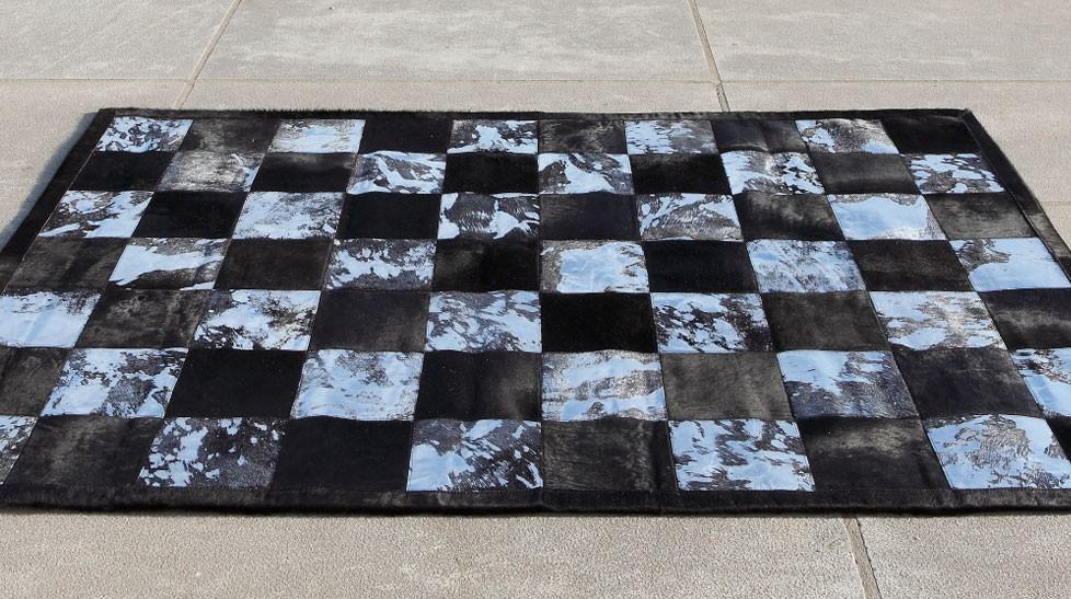 tapis peau de vache patchwork noir et blanc. Black Bedroom Furniture Sets. Home Design Ideas
